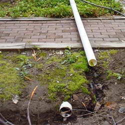 A gravity-fed drainage system for a home foundation